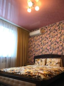 A bed or beds in a room at Kievflat Nikolsko-Slobodskaya