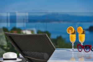 Drinks at Villa Ivana with outdoor Jacuzzi