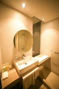 A bathroom at M Executive Hotel and Residence - Adults Only