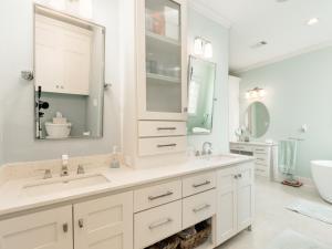 A bathroom at 2615 Holiday Home
