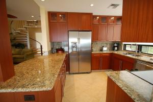 A kitchen or kitchenette at Bay Villa 17B2 Gold Ocean View