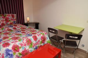Un ou plusieurs lits dans un hébergement de l'établissement Deluxe Apartment Provins