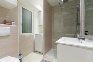 A bathroom at LE SAINT JOSEPH - Old tow, 2 appartments in 1