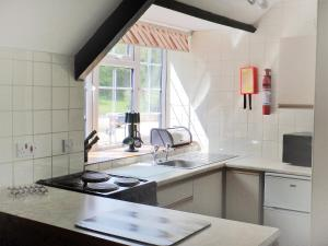 A kitchen or kitchenette at Holiday Home Woodbury