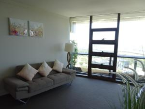 A seating area at Sydney Olympic Park Apartment