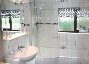 A bathroom at Emerald Bank Cottage