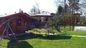 Vonkajšia záhrada v ubytovaní Apartma Rodica