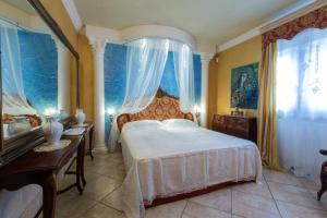A bed or beds in a room at villa lusso tiziana