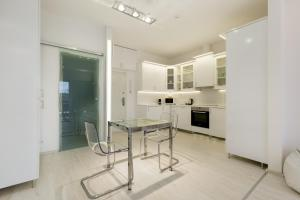 A kitchen or kitchenette at The Parliament View Apartment
