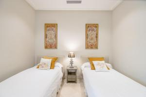 A bed or beds in a room at Puerta del Principe