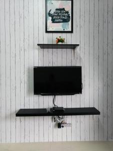 A television and/or entertainment centre at Cameron Muslim Apartment by Nurul