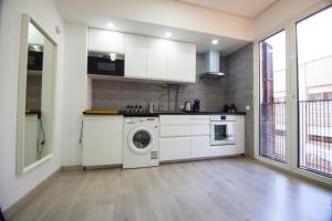 A kitchen or kitchenette at Apartamento Céntrico - Montera