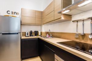 A kitchen or kitchenette at CMG Rivoli/ Notre-Dame II