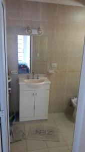 A bathroom at Casa Con Piscina Y Vista Al Lago