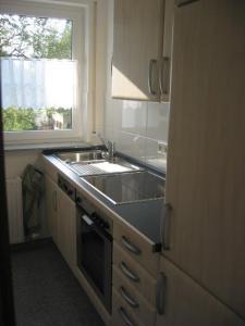 A kitchen or kitchenette at Ferienwohnung Arlberg