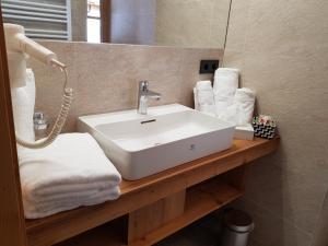 A bathroom at Wildererhütte Chalet Helmut