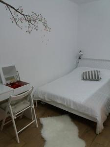 A bed or beds in a room at TGM Apartment 1