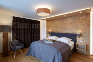 A bed or beds in a room at Alpenchalet Vils