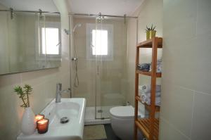 A bathroom at RentBCN Park Guell