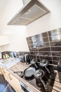 A kitchen or kitchenette at Dewsbury Serviced Apart Suites