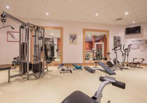 The fitness center and/or fitness facilities at Résidence & Spa Le Machu Pichu