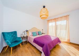A bed or beds in a room at Apartamentos El Abuelo