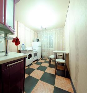 Кухня или мини-кухня в Апартаменты на Чапаева 13