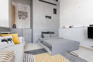 Ένα ή περισσότερα κρεβάτια σε δωμάτιο στο TVERLOFT na Sovetskoy