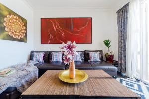 A seating area at Bondi BeachFront Apartment
