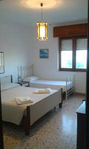 A bed or beds in a room at App.ti Scala Dei Turchi Tetide