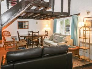 A seating area at Daffodil Cottage, Woodbridge