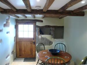 A kitchen or kitchenette at Swallows Barn, Howtown