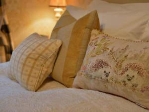 A bed or beds in a room at Coleridge, Bridgwater