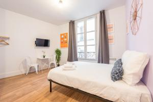 A bed or beds in a room at Apartment WS Hôtel de Ville - Musée Pompidou