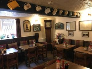 A restaurant or other place to eat at Anglers rest