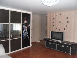 Телевизор и/или развлекательный центр в Апартаменты на Жуковского,29А