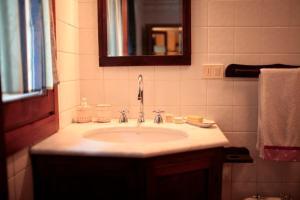 A bathroom at Relais dei Cesari