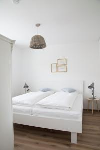 A bed or beds in a room at ediths Wohnen