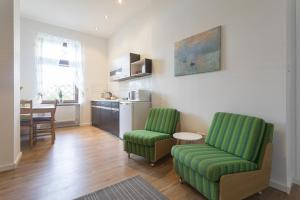 A seating area at Stylish & Cosy Apartment in Berlin, WiFi, 3 guests