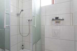 A bathroom at Stylish & Cosy Apartment in Berlin, WiFi, 3 guests