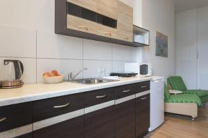A kitchen or kitchenette at Stylish & Cosy Apartment in Berlin, WiFi, 3 guests