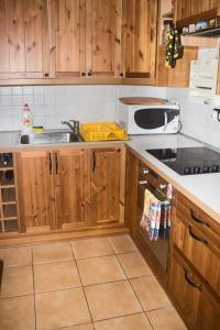 A kitchen or kitchenette at Peaceful Apartment