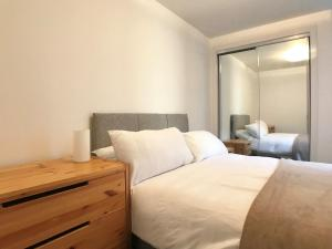 A bed or beds in a room at Queen Elizabeth Apartments
