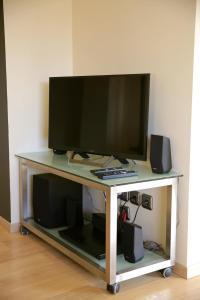 A television and/or entertainment center at Navarinou Loft Apartment