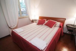 A bed or beds in a room at Appartamento Nocciolo