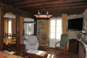 Coin salon dans l'établissement Maison de famille rustique