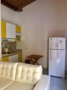 A kitchen or kitchenette at Luxuoso Apartamento no Solar Agua
