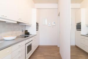 A kitchen or kitchenette at App De Panne 1