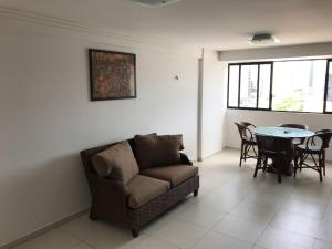 A seating area at Apartamentos Cézanne
