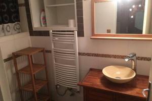 A bathroom at Quiet Appart